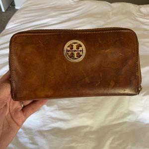 Tory Burch tan / saddle zip wallet